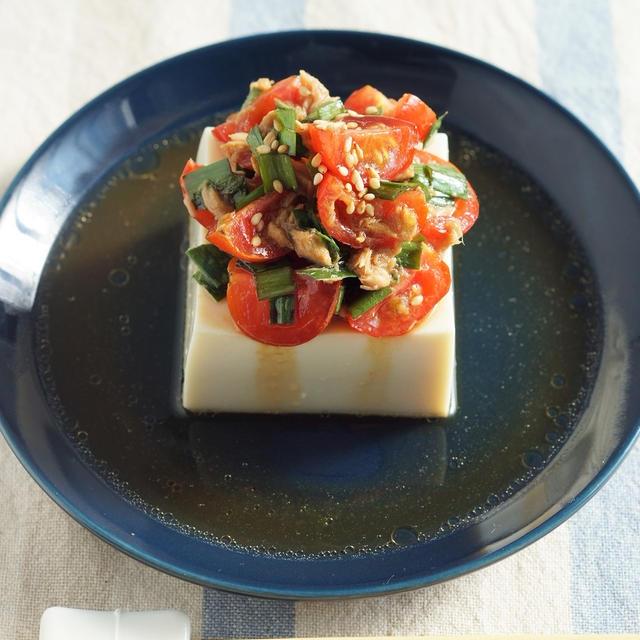作り置きニラ醤油とツナ、ミニトマトの冷奴