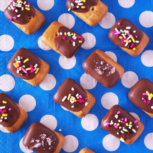 【レシピ】乾パンでお手軽&簡単デコ☆さくさくチョコ菓子