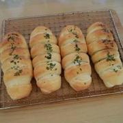 ウインナーピーマンチーズパン♪アーモンドチョコチップパン♪アップルしょうがジャム♪