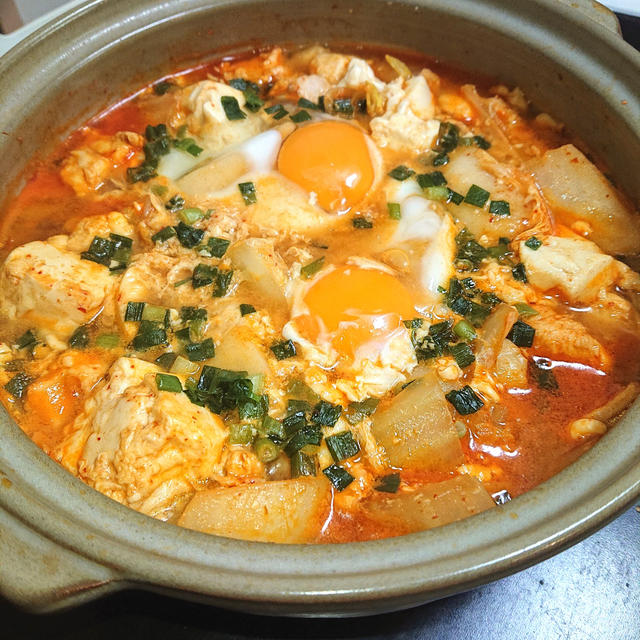 白菜と鶏むね肉と豆腐と卵のチゲ鍋(ダイエット)(餅)