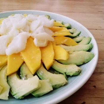 バカラオ・アボカド・マンゴーのサラダ