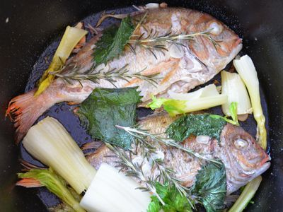 ダッチオーブンで作る鯛の香味焼き