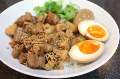 魯肉飯(ルーローファン)とおいしいおみやげ