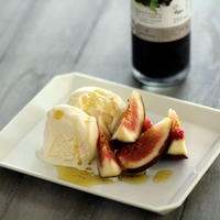 オリーブオイルとバルサミコミックスでアイスクリームを楽しむ。