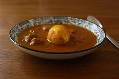 ポークカレーとゆで卵