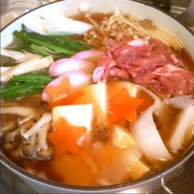 マルちゃん煮込み正麺で醤油鍋