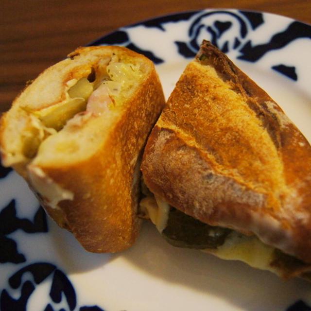 ピクルスが決め手!のキューバン・サンドイッチ