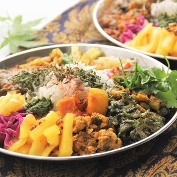『自家製キーマカレーで17種のスリランカテイストプレート』料理研究家 指宿さゆり
