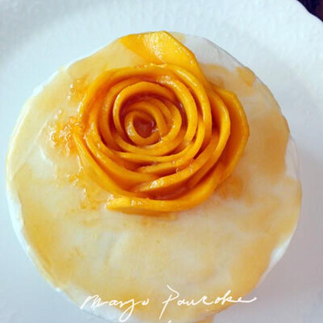 マンゴでバラのデコレーションケーキ