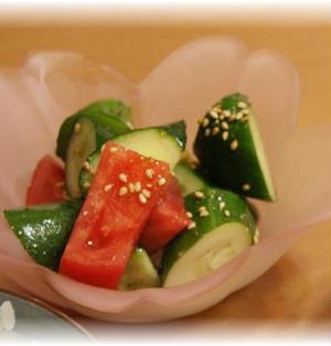 簡単!きゅうりとトマトのマリネ風サラダ