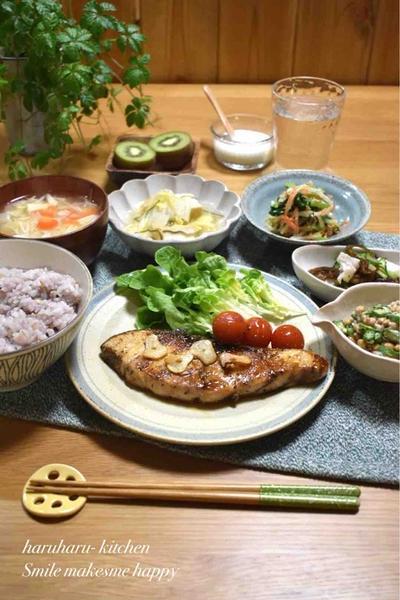 【レシピ】ぶりのにんにくレモン醤油✳︎ぶりステーキ✳︎ご飯のおかず✳︎魚嫌いさんにもオススメ。