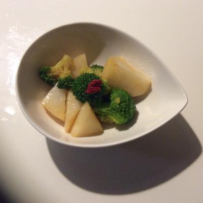 薬膳料理 長芋とブロッコリーのココナッツオイル和え