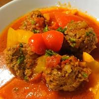 〈スパイスモニター〉ミートボールとパプリカのトマト煮。