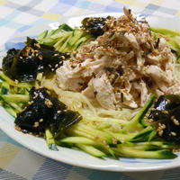 暑い〜ので、お酢でさっぱり!モリモリ野菜サラダの冷やし中華。