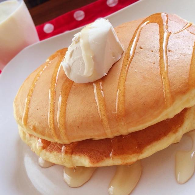 <朝ごはん>アボカドのトロ~りパンケーキ クリームチーズのせ