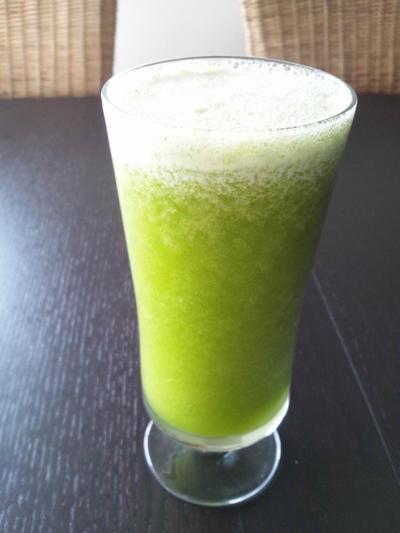パクチーのトロピカルグリーンシェイク(レシピ)