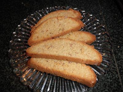 物を捨てられない夫 ~ パンケーキミックスで作るアーモンド シナモン ビスコッティ