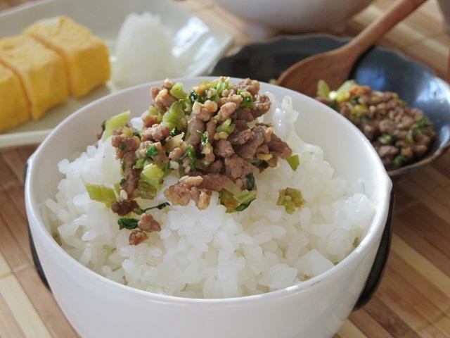 白ご飯のおともにピッタリの豚ひき肉と大根菜のそぼろ