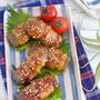【メシ通連載】カノジョとつくる満腹レシピ! 料理研究家 Yuu*の「豚巻きこんにゃくのピリ辛照り焼き」