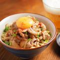 メシ通!炒り豆腐スタ丼、ご飯の代わりに炒り豆腐を使い、低糖質高タンパクレシピ