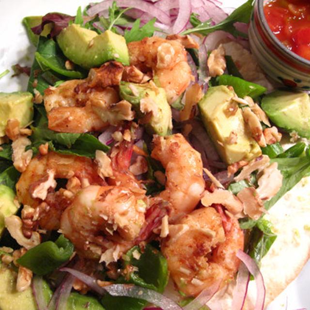 夏はワンディッシュで簡単に:海老とアボカドのタコスサラダ
