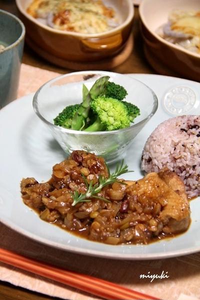 鶏肉とお豆のバルサミコ煮こみ と れんこんと里芋の味噌チーズ焼き。