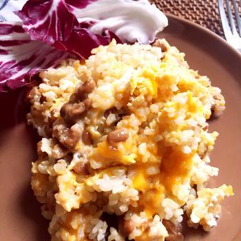 混ぜるだけレンチンおひとりさまごはん♪チーズ入り納豆と卵のごはん