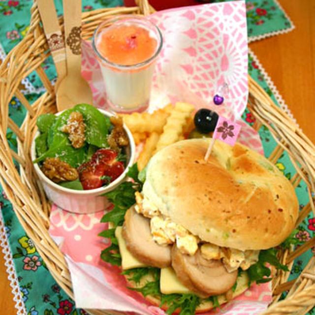 豆乳枝豆ベーグルの鶏チャーシュタルタルサンド☆