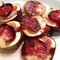 季節の果物を料理に:いちじくとサラミのオーブン焼き、サーモンのディルソース、オクラとクルミのサラダ