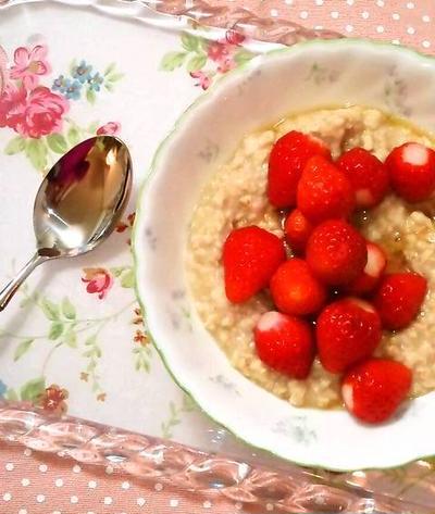 """苺ポリッジ """"Porridge"""" ~ オーツでホットシリアル❤"""