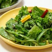 【レシピ】フリルレタス。カーリーケール、ルッコラ、ガーデンクレス、スイスチャード、エンダイブ・ロマネスカ、サラダわさび菜のグリーンサラダ