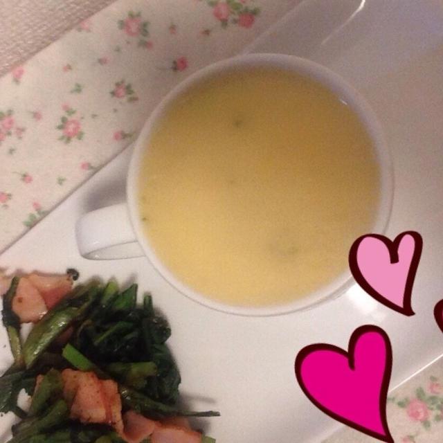 今朝の朝ごはん(*^^*)クリームシチューに春菊のベーコン炒め
