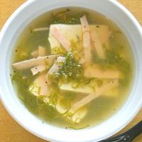 簡単10分で出汁いらず!温まる〜豆腐とめかぶのとろとろスープ。
