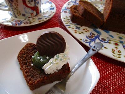抹茶餡添えグルテンフリーパウンドケーキ