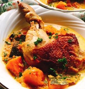 骨付き鶏もも肉のソテー南瓜スープ