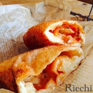 高カロリーだけど食べたい!満足度バツグンな「揚げピザ」レシピ