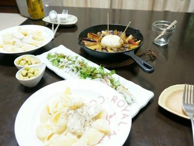 昨日の夕ごはん☆家庭菜園のにんにくでアヒージョ【ざっくりレシピ付き】 と、クリームパスタ
