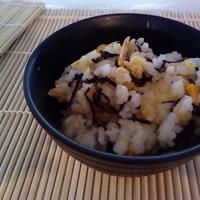 千葉県のお米で『塩コンブと山ごぼうと揚げ玉の混ぜご飯!』の作り方。