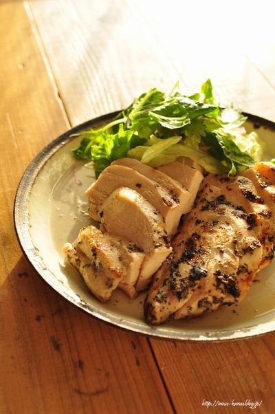 必見!鶏むね肉のステーキをしっとり柔らかく焼く方法と、むね肉を切らずに丸のまま調理するレシピ6選