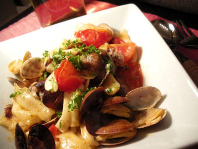 餃子の皮のトマト&あさりパスタ