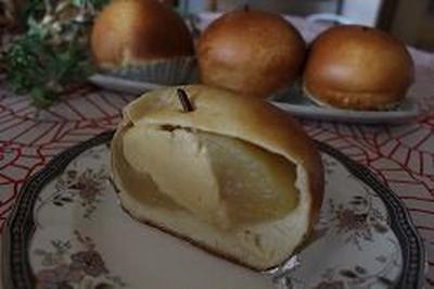 お気に入りのリンゴ丸ごとパン