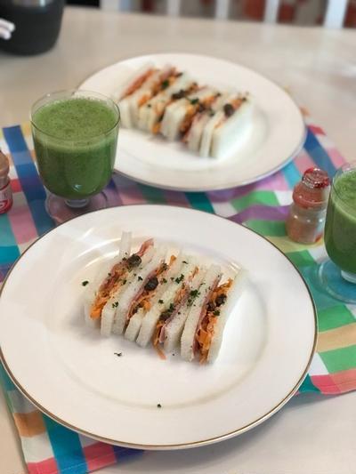 キャロットラペ*レモンクリーム風味と生ハムのサンドウィッチとスムージーの朝ごはん☆