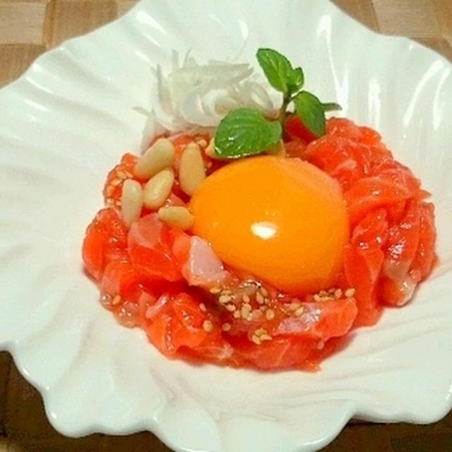 「ヤマキ割烹白ダシ」でサーモンのユッケ