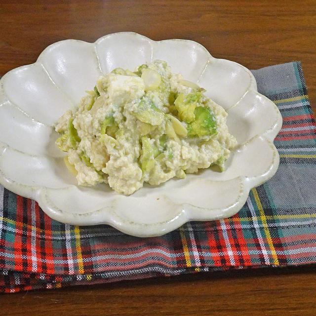 あっという間に作れるダイエットな副菜 アボカドとアーモンドのチーズな白和え