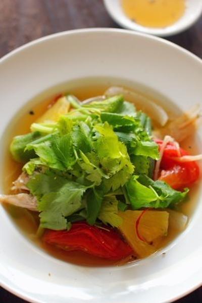 ベトナム風 魚の甘くて酸っぱいスープ(カインチュア)