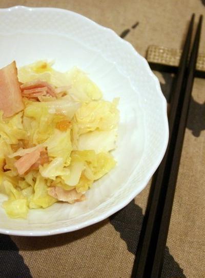 キャベツとベーコンの塩麹梅蒸し
