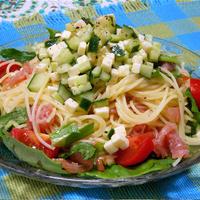 オードブルチーズで簡単!生ハムとオニオン風味のサラダスパゲティ