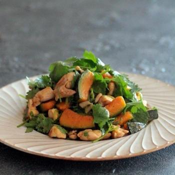 レシピ名に困る料理 鶏肉とかぼちゃ、パクチーのナンプラー炒め