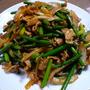 豚肉とにんにくの芽の韓国風コチュジャン炒め
