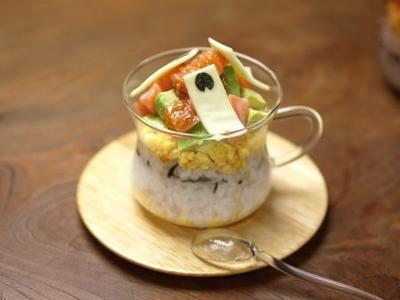 簡単カップ寿司 、 こどもの日の料理